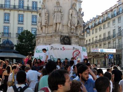Protesto no Largo Camões, em Lisboa. Foto Ana Feijão