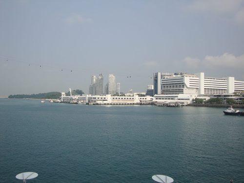 Поглед към Круизното пристанище и Harbourfront Centre