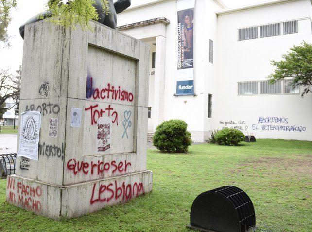 Huellas. El museo Castagnino fue uno de los edificios en los que quedó la impronta de la marcha.