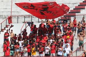 Torcida do Flamengo treino Gávea (Foto: Gilvan de Souza / Flamengo)