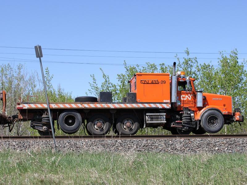 CN truck 433-29 in Winnipeg