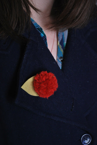 pompom flower brooch