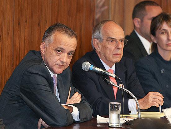 Cachoeira ao lado do advogado Márcio Thomaz Bastos durante depoimento à CPI no Congresso