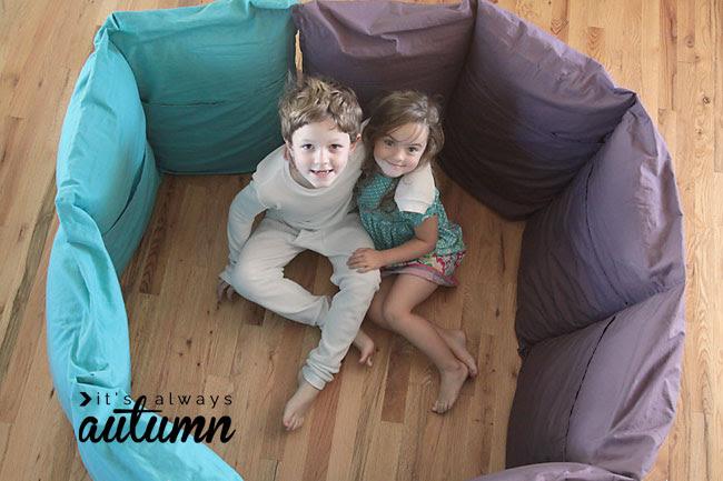 tão bonitinho!  a forma mais barata e mais fácil de fazer travesseiro cama para crianças.  Padrão de costura livre e tutorial