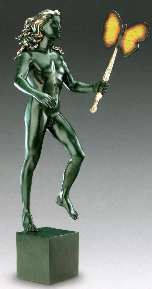 Figura masculina con la mariposa.  Escultura de bronce de Salvador Dalí