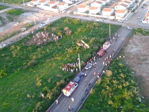 Avião caiu em um descampado (Foto: Divulgação/Polícia Militar do RN)