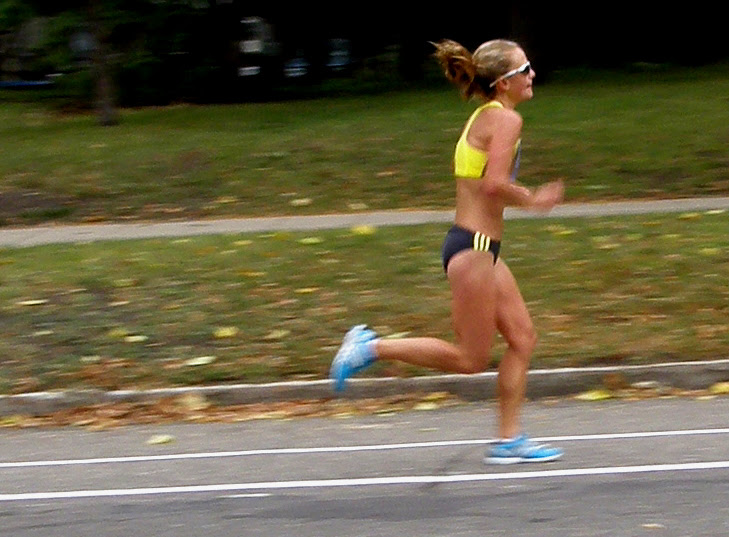 A lead runner runs the lines