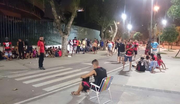Fila no Maracanã para ingressos de Flamengo x Corinthians (Foto: Caio Filho)