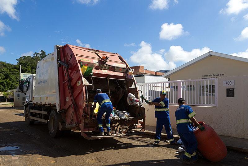 Imagem de caminhão de coleta de lixo