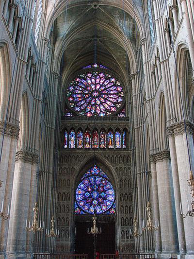 Nave of Reims Gothic cathedral, looking west. The upper rose window is in Gothic architecture Rayonnant style. Vassil, via Wikipedia (March 18, 2007)