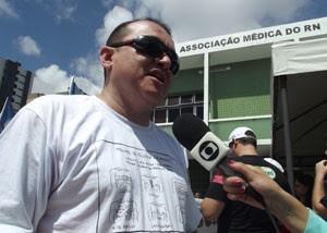 Médico Jeancarlo Cavalcanti filmou cirurgia (Foto: Anderson Barbosa/G1)