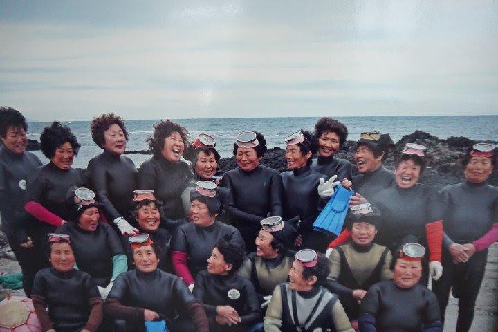 Grupo de haenyeo. Fotografía hecha en el Haenyeo Museum.