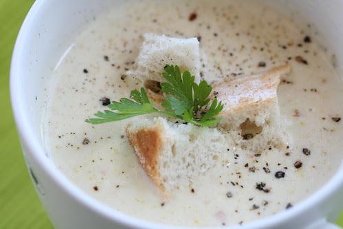Zucchini and smoked cheese soup / Suvikõrvitsa-suitsujuustusupp