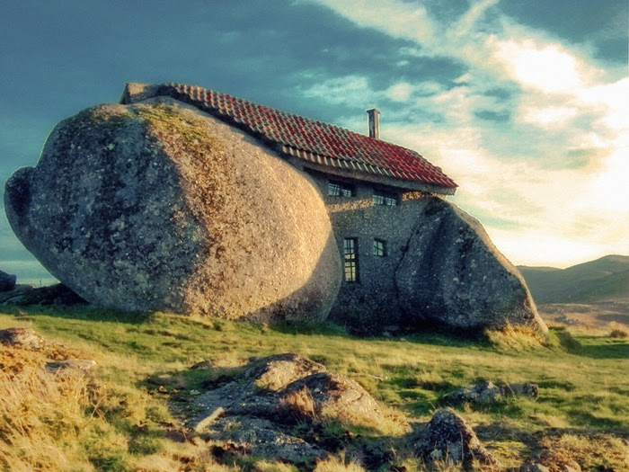 03-33-Worlds-Top-Strangest-Buildings-stonehouse