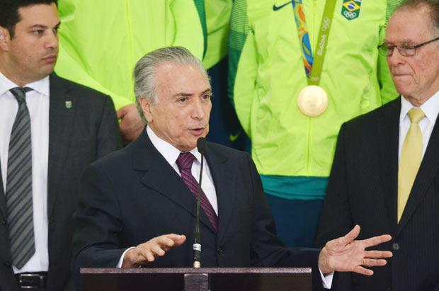 Michel Temer recebe o presidente do Comitê Organizador da Rio-2016, Carlos Arthur Nuzman, e atletas olímpicos