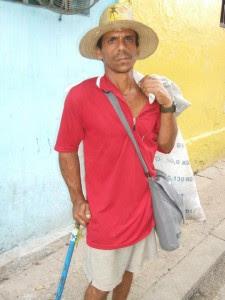 Caballero andante, calle San Nicolás - Foto Jose Hugo Fernandez