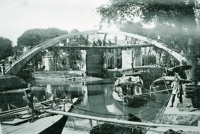 cầu ba cẳng (phía sau chợ kim biên, nối 2 bờ rạch Hàng Bàng)