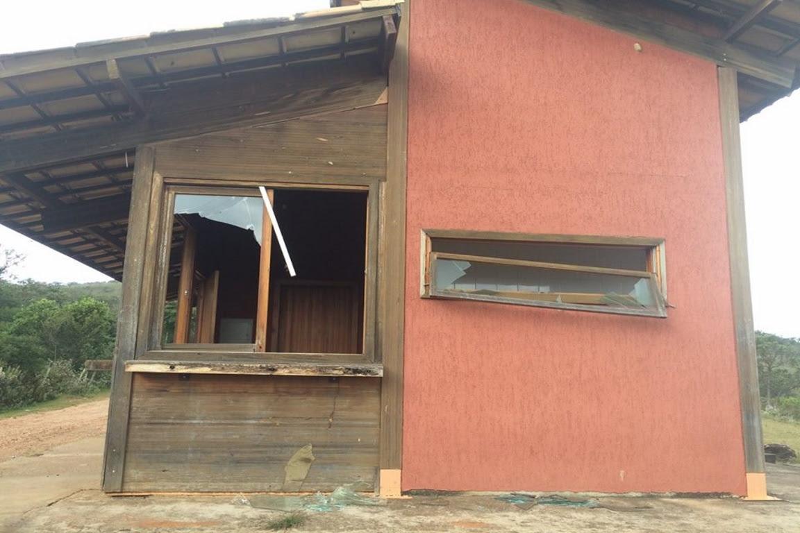 Floresta Estadual do Uaimií - Janelas quebradas. Foto: Amda/Facebook.