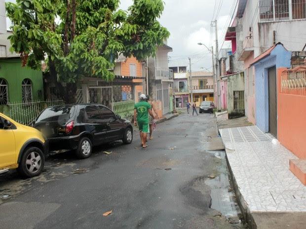 Larissa foi morta em via pública, no bairro Educandos, Zona Sul de Manaus (Foto: Jamile Alves/G1 AM)