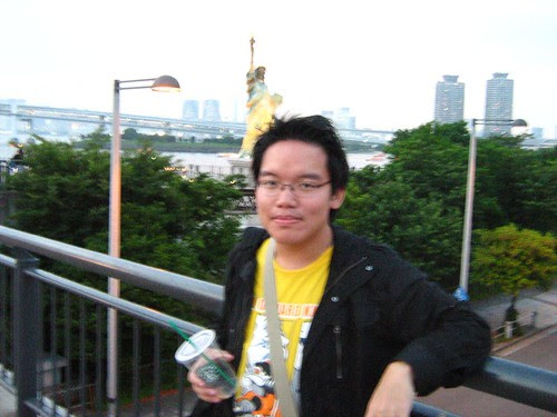 Myself, in front of Odaiba's Statue of Liberty (27/6/08)