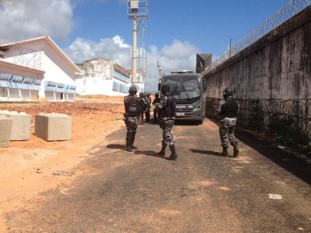 BOPE patrulha área externa da Penitenciária de Alcaçuz (Foto: Divulgação/PM)