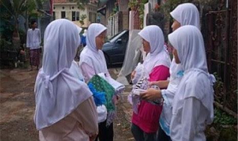 Muslimah mengenakan jilbab.