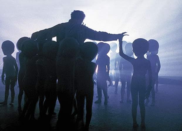 ¿Existe un Plan de Aclimatación destinado a informar al público sobre la existencia de vida y civilizaciones extraterrestres?
