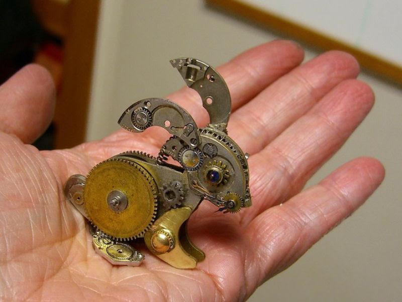 Pequenas esculturas steampunk feitas à base de relógios reciclados 13