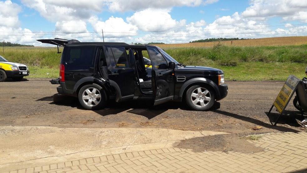 Veículo blindado que estava com o suspeito foi apreendido (Foto: Polícia Militar/PM)