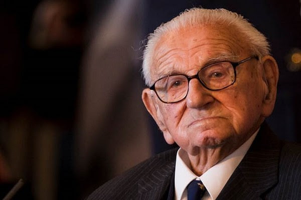 Во время Холокоста мужчина спас 669 детей. Он даже не представлял, что многие из них сидят в зале дети, спасение, холокост