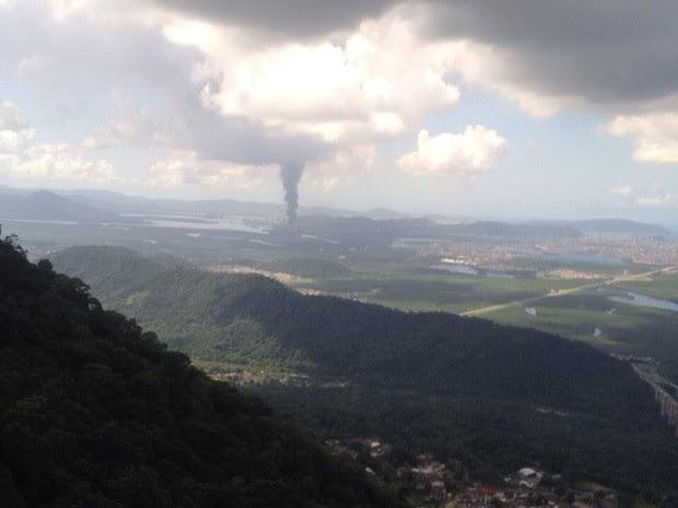 Fumaça pode ser avistada da Via Anchieta (Foto: Felipe Zito / Arquivo Pessoal)