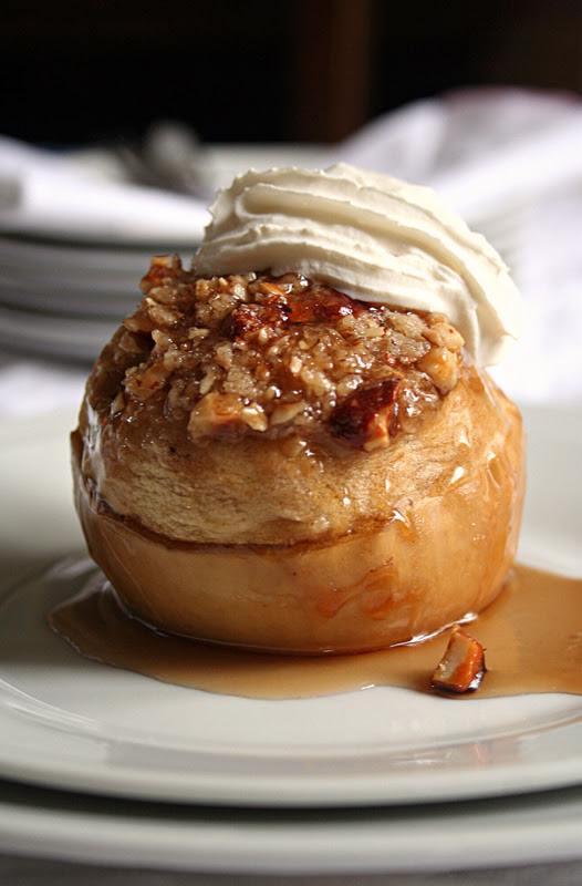 Baked stuffed apples with hazelnut crumble