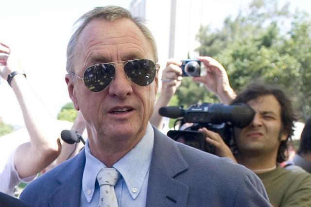 Fumante compulsivo, holandês Johan Cruyff tem câncer de pulmão JOSEP LAGO/AFP