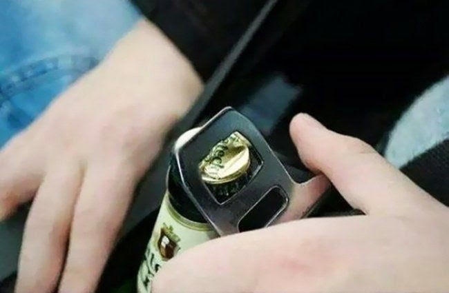 abrir botella destapador cinturon seguridad