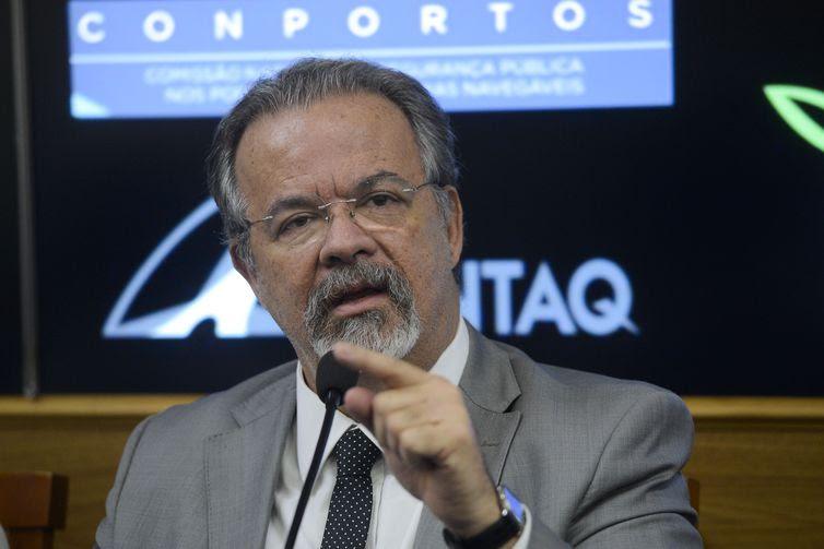 O ministro da segurança pública, Raul Jungmann, assina repasse de R$ 20 milhões, através do Gabinete de Intervenção, à Marinha do Brasil, para aquisição de equipamentos de monitoramento das vias marítimas entre o Rio de Janeiro e Espírito Santo,