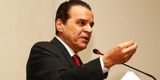Henrique Alves assina convênio para qualificar profissionais de Parnamirim