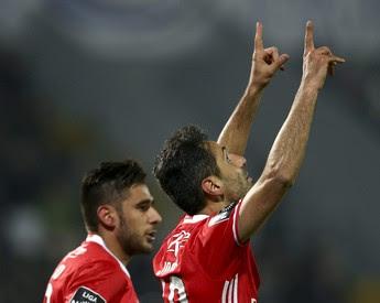 Jonas comemora gol pelo Benfica diante do Vitória de Guimarães (Foto: Reuters)