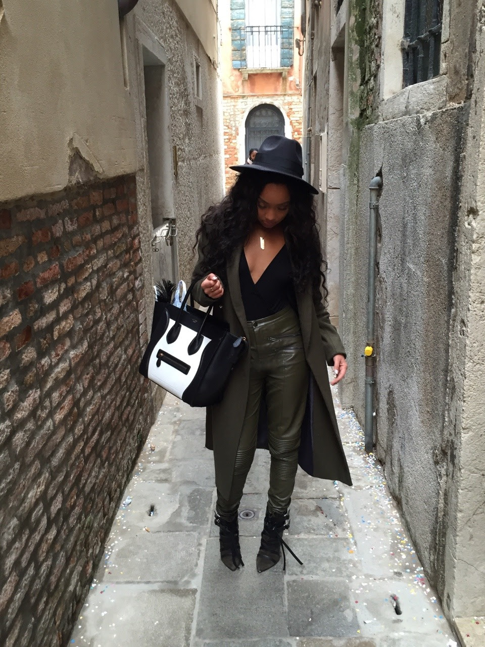 Love for Olive  LeighLoves wearing Olive this autumn/winter season.   Keeping warm but keeping it sexy in a low cut Missguided body River island Over coat Missguided pants Isabel Marant boots Celine Bag Missguided fedora hat