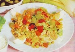 insalata di  pollo,pollo,petto di pollo.ricette con il pollo,olive verdi,olive nere,lattuga,pollo,