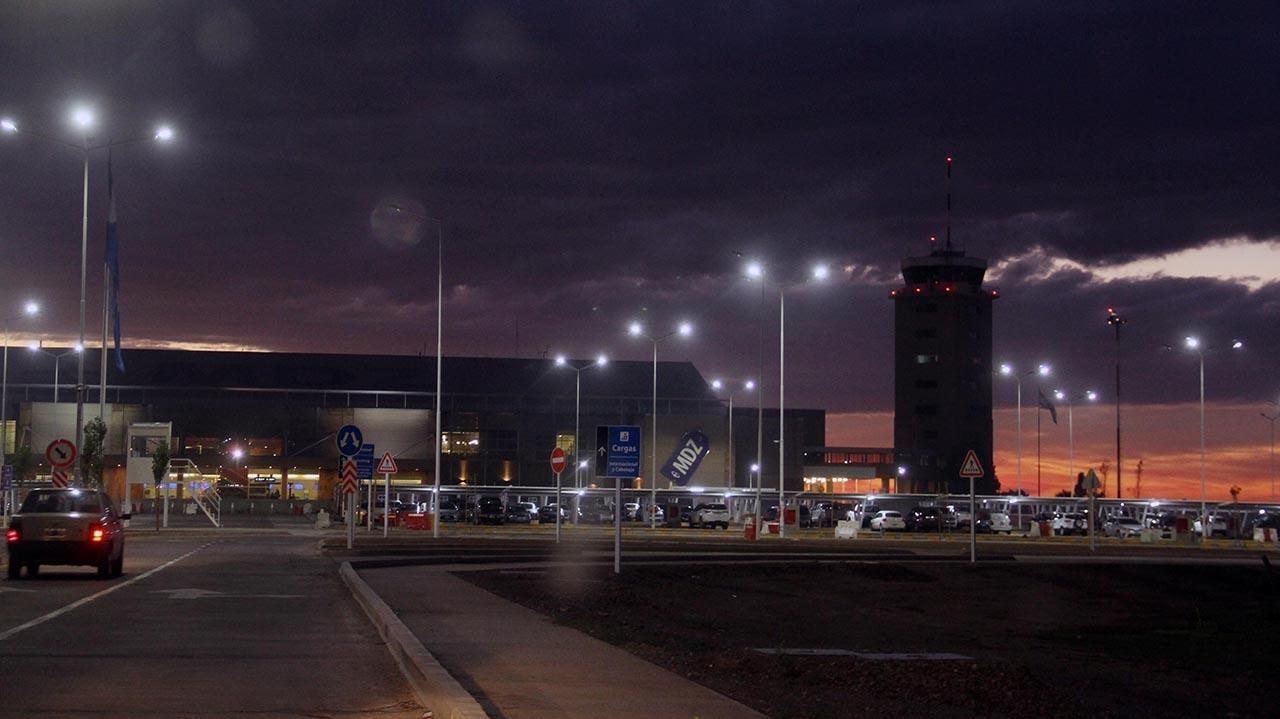 Mendoza. Paro general de la CGT: no funcionan los subtes, los trenes ni los colectivos y hay piquetes en todo el país, tampoco hay vuelos en Ezeiza y Aeroparque, con alto acatamiento. Foto: Delfo Rodriguez