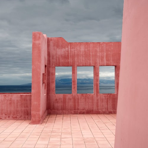 Pink Wall por Julio López Saguar