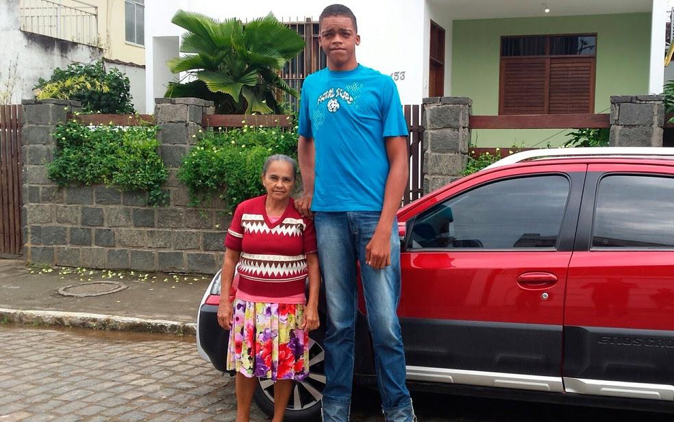 Em setembro do ano passado, Rodrigo tinha 17 anos e 2,18 metros de altura. (Foto: Giro Ipiaú)