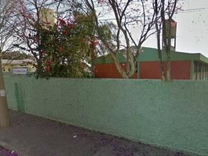 Professor é agredido por aluno de 15 anos em escola estadual de São José (Foto: Reprodução/ Google Street View)