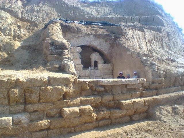 Καργάκος: τάφος του Μεγάλου Αλεξάνδρου στην Αρχαία Αμφίπολη