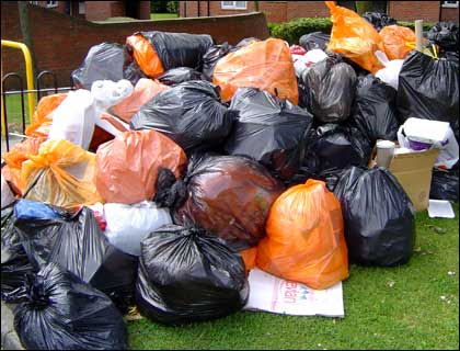 http://www.bbc.co.uk/coventry/content/images/2005/06/17/rubbish_pile_420x320.jpg