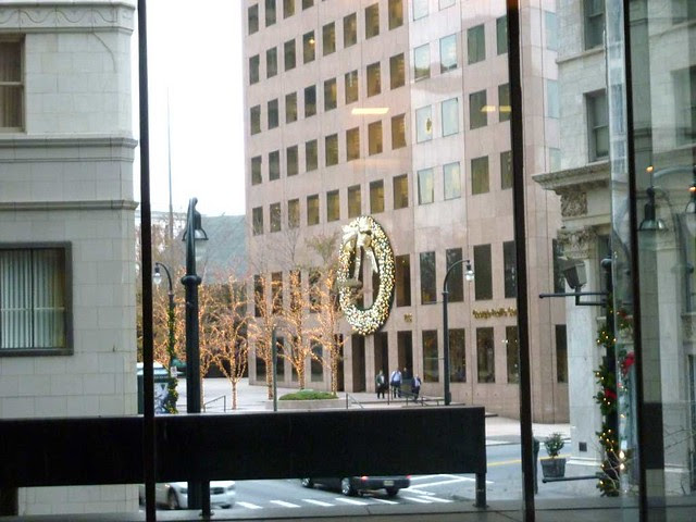 P1050738-2010-12-15-Georgia-Pacific-Wreath-from-Equitable-mezzanine