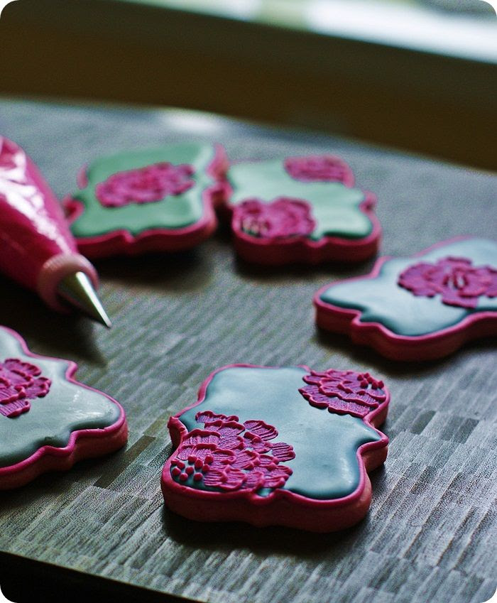 color challenge: bright pink cookies for fall :: bake at 350 blog