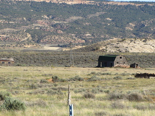 IMG_3332_Old_Ranch_Bldgs_on_Entrance_Road_to_Canyonlands_Needles