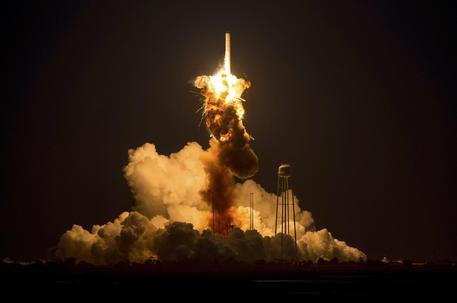 Razzo esplode al lancio, anomalia catastrofica per Nasa (foto: EPA)