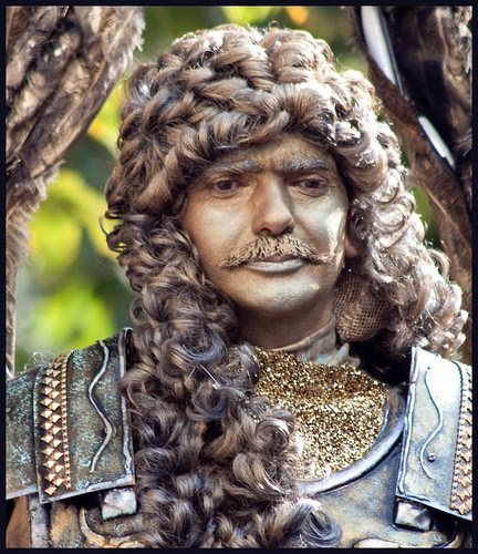 world statues by hans van egdom
